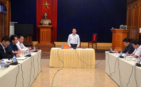 Chủ tịch UBND tỉnh Đỗ Đức Duy chủ trì cuộc họp.
