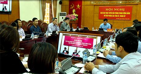 Lãnh đạo, chuyên viên và cán bộ công chức Văn phòng Tỉnh ủy Yên Bái tham dự hội nghị tại điểm cầu Yên Bái.