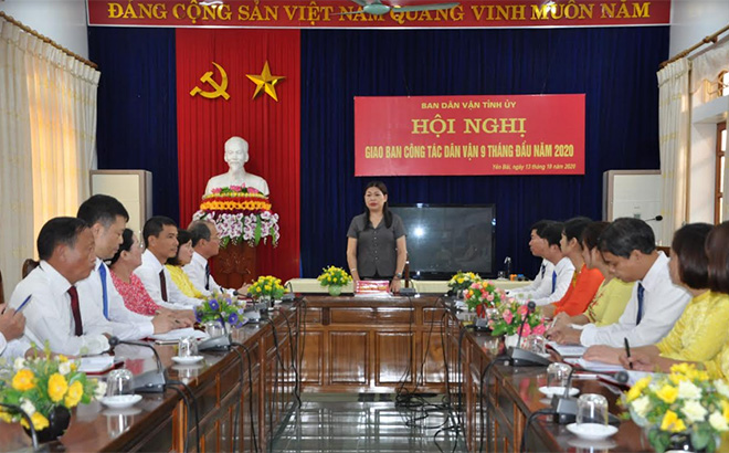 Đồng chí Hoàng Thị Vĩnh - Ủy viên Ban Thường vụ, Trưởng ban Dân vận Tỉnh ủy triển khai nhiệm vụ công tác dân vận những tháng cuối năm 2020.