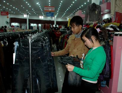 Thời trang quần áo mùa đông rất được các bạn trẻ quan tâm.