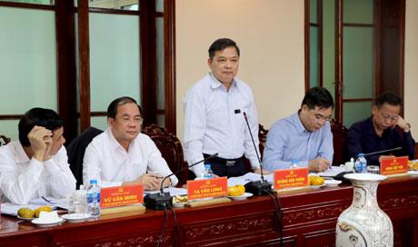 Phó Bí thư Thường trực Tỉnh ủy Dương Văn Thống phát biểu tại buổi làm việc.
