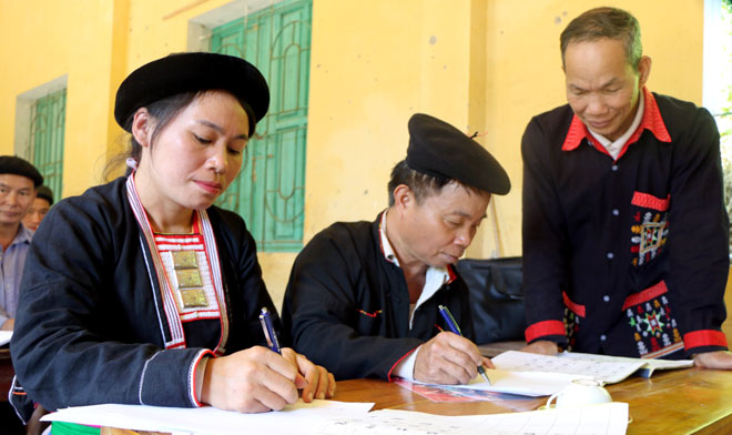 Tham gia Lớp học tiếng nói, chữ viết dân tộc Dao xã Kiên Thành, các thành viên không chỉ lưu giữ bản sắc văn hóa dân tộc mà còn được truyền đạt cách làm hay để phát triển kinh tế gia đình.