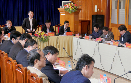 Chủ tịch UBND tỉnh Đỗ Đức Duy phát biểu kết luận phiên họp.