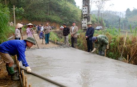 Tuyến đường thôn 5, xã Lâm Giang có chiều dài 640m hoàn thành sẽ tạo điều kiện đi lại thuận lợi cho hàng chục hộ dân.