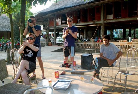 Thôn Ngòi Tu, xã Vũ Linh, huyện Yên Bình là một trong những điểm dừng chân hấp dẫn của nhiều du khách nước ngoài trong hành trình khám phá Việt Nam.