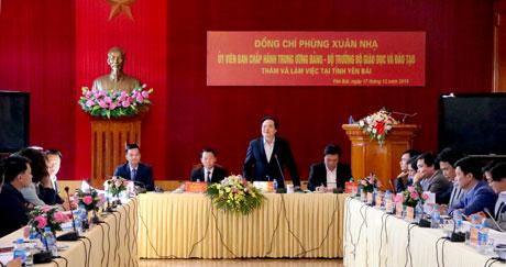 Bộ trưởng Phùng Xuân Nhạ  đánh giá cao sự nỗ lực, cố gắng của ngành giáo dục - đào tạo tỉnh Yên Bái trong thời gian qua.