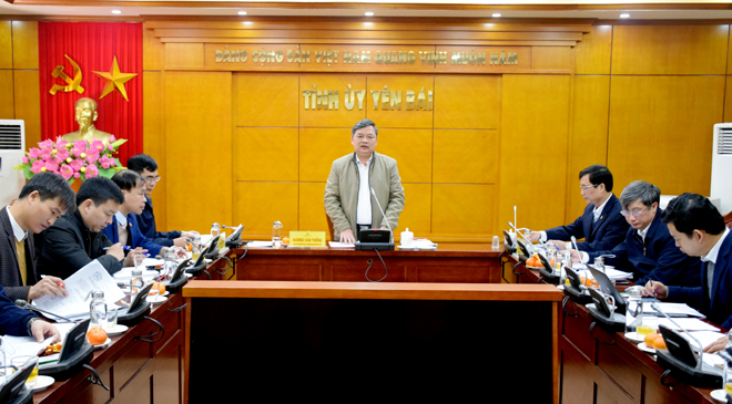 Phó Bí thư Thường trực Tỉnh ủy Dương Văn Thống chủ trì cuộc họp