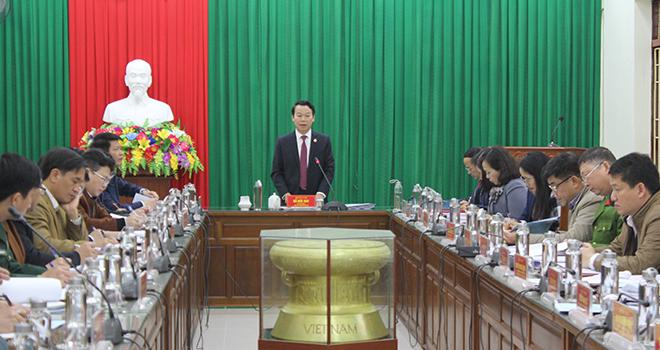 Đồng chí Đỗ Đức Duy - Chủ tịch UBND tỉnh phát biểu tại buổi làm việc với Đảng bộ huyện Trấn Yên.