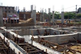 Các dự án xây dựng đều gặp khó khăn về vốn.