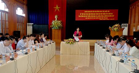 Đồng chí Cao Thị Xuân - Phó Chủ tịch Hội đồng Dân tộc Quốc hội phát biểu kết luận buổi giám sát tại tỉnh Yên Bái