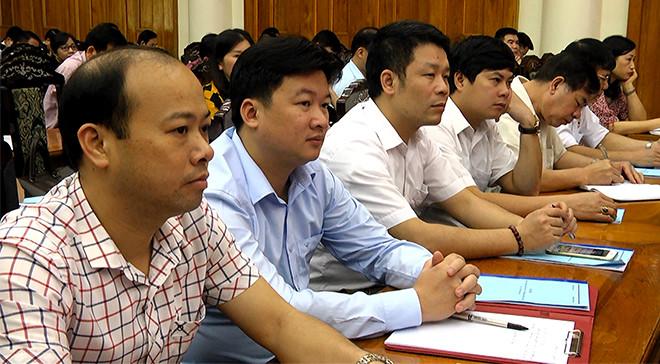 Các cán bộ, công chức, viên chức tỉnh Yên Bái tham gia lớp cập nhật kiến thức.