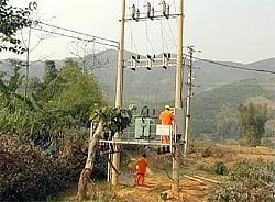142 hộ dân ở thôn Nậm Đông 1, Nậm Đông 2 đã được dùng điện lưới của quốc gia.
