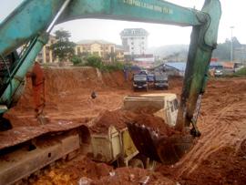 Số lượng lớn xe máy của Công ty Cổ phần xây dựng giao thông Yên Bái thi công tại gói thầu số 4.