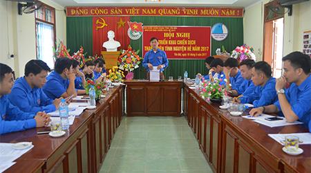 Anh Lương Mạnh Hà - Phó Bí thư Thường trực Tỉnh đoàn, Trưởng Ban chỉ đạo Chiến dịch tình nguyện Hè 2017 phát biểu kết luận hội nghị.
