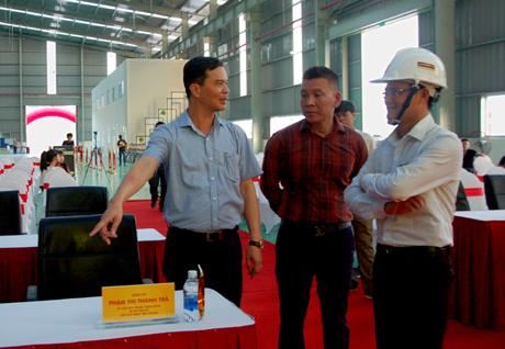 Đồng chí Dương Văn Tiến - Phó Chủ tịch UBND tỉnh đề nghị đơn vị tổ chức sự kiện quan tâm việc bố trí các vị trí đại biểu khách mời.
