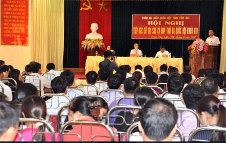 Quang cảnh buổi tiếp xúc cử tri của Đoàn đại biểu Quốc hội tỉnh tại huyện Trạm Tấu.