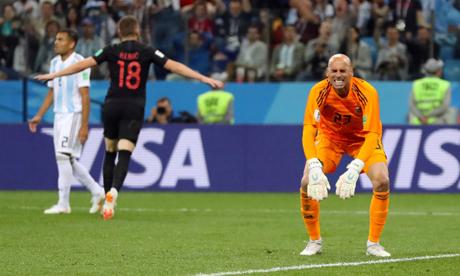 Thủ môn Caballero, với sai lầm khó tin ở bàn thua đầu, là một ví dụ về sự bất cân xứng về tài năng giữa phần còn lại của tuyển Argentina với Messi.