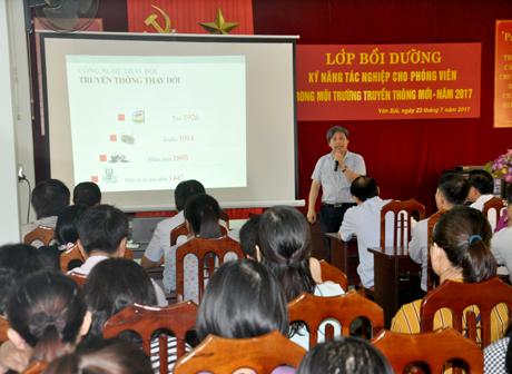 Qua lớp tập huấn, các học viên có thêm kỹ năng sử dụng thông tin trên các trang mạng xã hội để làm báo.