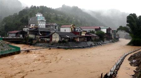 Những ngày qua, mưa vừa và to đã gây ra nhiều vụ sạt lở đất và lũ tại các sông suối trên địa bàn.