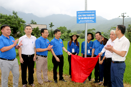 Tuổi trẻ Công ty Điện lực Yên Bái và Trường Đại học Điện lực Hà Nội bàn giao công trình