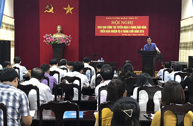 Đồng chí Nguyễn Minh Tuấn - Trưởng ban Tuyên giáo Tỉnh ủy phát biểu kết luận Hội nghị.