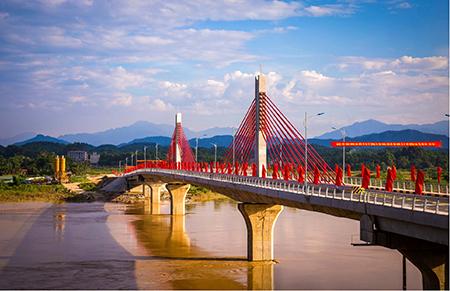 Cầu Bách Lẫm, thành phố Yên Bái vừa hoàn thành tháng 6/2018.