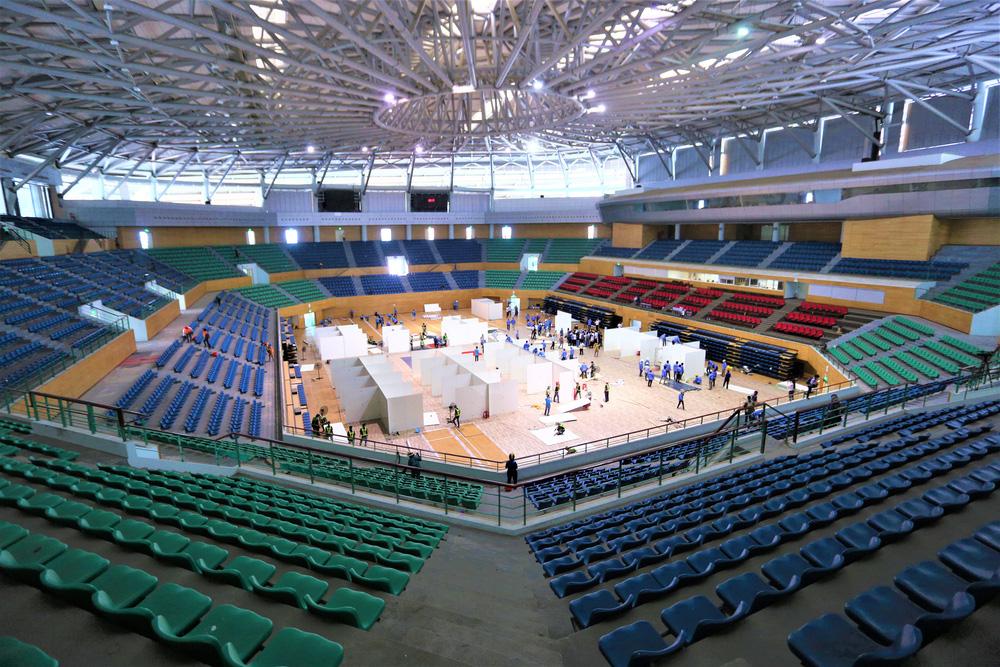 Sáng 2/8, bên trong Cung thể thao Tiên Sơn (quận Hải Châu, TP Đà Nẵng), những buồng bệnh dã chiến đã được dựng lên.