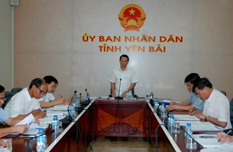 Chủ tịch UBND tỉnh Đỗ Đức Duy phát biểu kết luận buổi họp.