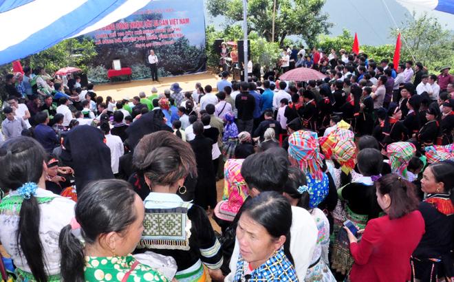Đông đảo bà con nhân dân trong xã đến tham dự buổi lễ.