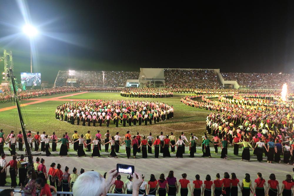 Vòng đại xỏe 5.000 người tham gia tại Lễ hội văn hóa- du lịch Mường Lò năm 2019.