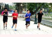 Các VĐV của đoàn Công an tỉnh tập luyện chuẩn bị tham gia Giải Việt dã truyền thống Báo Yên Bái lần thứ XVII, năm 2019.