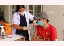 Tiêm vaccine phòng COVID-19 cho người dân xã miền núi Đăng Hà, huyện Bù Đăng, Bình Phước.