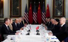 Đại diện Thương mại Mỹ Robert Lighthizer (trái) trong cuộc đàm phán thương mại với Phó Thủ tướng Trung Quốc Lưu Hạc (phải) tại Washington DC., ngày 21/2.