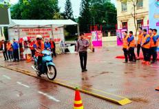 ĐVTN Công ty TNHH Hòa Bình thi lái xe an toàn trong Ngày hội