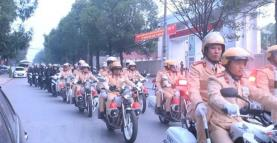 Cán bộ, chiến sỹ Công an tỉnh Thanh Hóa diễu hành, bảo đảm trật tự an toàn giao thông, trật tự công cộng trên địa bàn thành phố Thanh Hóa.