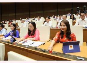 Đại biểu Quốc hội biểu quyết thông qua Nghị quyết về dự toán ngân sách Nhà nước năm 2020