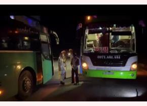 Công an tỉnh Kon Tum đang tiến hành xử lý xe khách vi phạm
