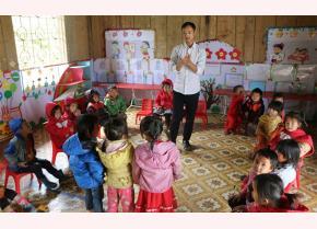 Một giờ dạy hát của thầy giáo Giàng A Tu.