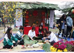 Ban Giám hiệu và Đoàn trường THPT Thác Bà tổ chức ngày hội này nhằm góp phần giáo dục cho thế hệ trẻ nói chung và đoàn viên thanh niên nhà trường Thác Bà nói riêng về nét đẹp văn hóa truyền thống Tết cổ truyền của dân tộc.