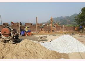 Nhà văn hóa thôn 4, xã Mường Lai đang được xây dựng.