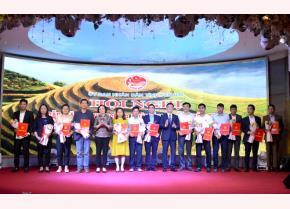 Lãnh đạo tỉnh Yên Bái trao quyết định chủ trương đầu tư cho các nhà đầu tư - tháng 2/2020.