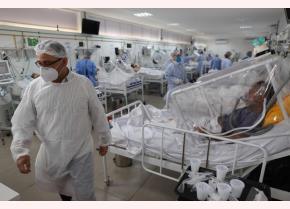 Bên trong khoa hồi sức cấp cứu cho bệnh nhân Covid-19 ở Manaus, Brazil.