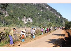 """Mô hình đoạn đường tự quản """"Sáng-xanh-sạch-đẹp"""" ở xã Khai Trung."""