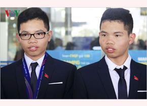 Lê Quang Huy (phải) và Lê Việt Hoàng (trái)