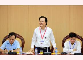 Bộ trưởng Bộ GD-ĐT Phùng Xuân Nhạ kiểm tra công tác thi tại Hoài Đức.