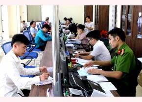 Staff members of a unit handling administrative procedures in Van Yen district serve local people.