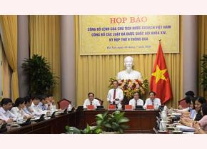 Lãnh đạo Văn phòng Chủ tịch nước công bố Lệnh của Chủ tịch nước về công bố luật.