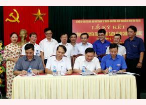 Lãnh đạo Sở Nội vụ, Báo Yên Bái, Đài PTTH, Tỉnh đoàn Yên Bái ký kết tuyên truyền cải cách hành chính nhà nước và tổ chức cuộc thi Thanh niên Yên Bái với cải cách hành chính.