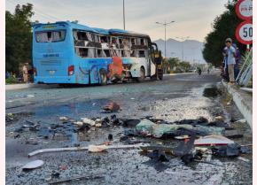 Hiện trường vụ tai nạn xe khách tại huyện Diên Khánh, Khánh Hòa sáng 21/8