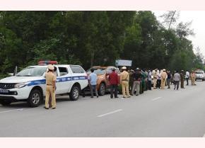 Hiện trường một vụ bắt đối tượng buôn ma túy của lực lượng CSGT tỉnh Quảng Bình trên Quốc lộ 1. (Ảnh minh họa)